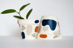 Painted Plant Pots, Terracotta Plant Pots, Painted Flower Pots, Clay Pots, Potted Plants, Pottery Painting, Planters, Hand Painted, Vase
