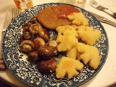 Deluxe Gruselschocker zum Abendessen: blutiges Pflanzenschnitzel, Kartoffelgespenster und Champignongeister bei VeganeRatte. http://veganeratte.blogspot.de/2012/11/vegan-wednesday-viii.html