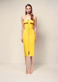 Sunshine hues - Yellow bandeau pencil dress with full length zip - Alex Perry ready-to-wear spring/summer - Vogue Fashion Week, Look Fashion, High Fashion, Fashion Design, Alex Perry, Style Floral, Moda Outfits, Haute Couture Style, Evening Dresses