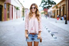 A TRENDY LIFE: SHORTS AND PINK BLOUSE