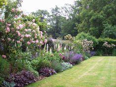Small Garden Borders, Cottage Garden Borders, Cottage Garden Patio, Small Garden Plans, Border Garden, Garden Gate, Balcony Garden, Back Gardens, Small Gardens