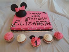 minnie mouse cake ideas | sheet cake, butter cream icing with fondant accents. 3-D Minnie mouse ...