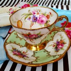 Rare Medium Royal Albert Old Country Roses Teapot 4 Cup Cup And Saucer Set, Tea Cup Saucer, Tea Sets Vintage, Vintage Teacups, Antique Tea Cups, Teapots And Cups, China Tea Cups, My Cup Of Tea, Vintage China