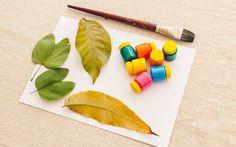 Técnica 'Carimbo de folha': você vai precisar de folhas de árvore diversas, pincel, tinta guache e papel canson (Edu Cesar)