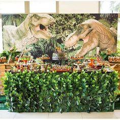 Festa Dinossauro super bacana, adoro essa mesa coberta de eras. #regram @decoranda_oficial  #kikidsparty