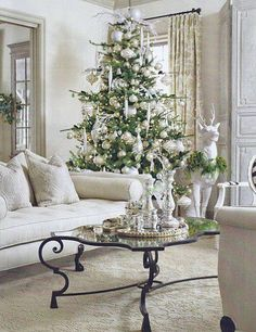 white Christmas - WHAT A VERY ELEGANT CHRISTMAS ONE WOULD HAVE IN THIS BEAUTIFUL SETTING OUI!!