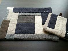 リネンパッチの teaマット & potマットの画像1枚目 Luxury Cushions, Japanese Quilts, Easy Stitch, Small Quilts, Mug Rugs, Hot Pads, Boro, Hand Quilting, Pot Holders