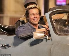 Brad Pitt, Leonardo DiCaprio and Margot Robbie went retro on the set of Once Upon A Time In Hollywood Bead Pitt, Boys Don't Cry, Katie Holmes, Margot Robbie, Quentin Tarantino, Hollywood Actor, Film Stills, Leonardo Dicaprio, American Actors