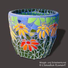 Flowerpot 'Sonnenhut' from ceramic shards Mosaic Planters, Mosaic Garden Art, Mosaic Vase, Mosaic Tile Art, Mosaic Flower Pots, Mosaic Artwork, Pebble Mosaic, Mosaic Crafts, Mosaic Projects