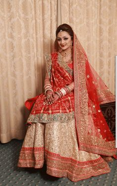 Gujarati Bride in traditional Panetar lehenga and Gharchola saree - Nidhi Sagar Indian Wedding Fashion, Indian Bridal Outfits, Indian Bridal Wear, Indian Fashion, Bridal Dresses, Lehenga Designs, Lehenga Sari, Indiana, Designer Sarees Wedding