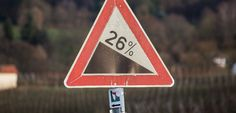 Großostheimer Weinberge im Winter. Rebschnitt am Jahresanfang startet die Weinsaison. | #wine_passion