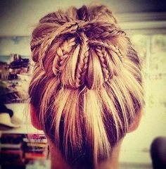 This looks so cool!!wish I could do this but I can't even do a sock bun:(