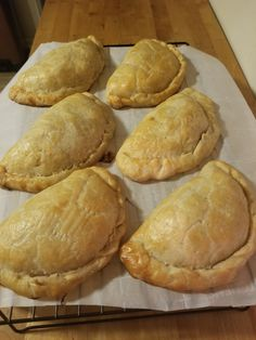 Traditional Beef Pasties Recipe Any true Yooper will tell you, there's nothing more iconic about the Upper Peninsula than a pasty. A savory pastry dough stuffed with meat and potatoes, the pasty was developed as a way for m… Pastry Recipes, Meat Recipes, Cooking Recipes, Curry Recipes, Jelly Recipes, Sausage Recipes, Dinner Recipes, Pasty Recipe Michigan, Gastronomia