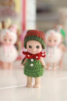 ♥ 초록 롬퍼는 엘프 입니다 :D 트리인줄 아셨죠? ㅎㅎ 요거 하나만 예상을 깼네요~ 우리나라에선 크리스... Kewpie, Knit Crochet, Crochet Hats, Sonny Angel, Baby Doll Toys, Baby Fairy, Tiny Dolls, Doll Dresses, Doll Clothes