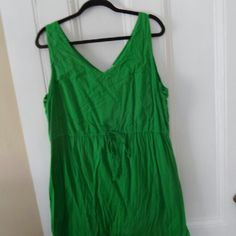 Old Navy cotton dress Worn a couple times, in good condition - love the dress it just doesn't fit any more. Old Navy Dresses Midi