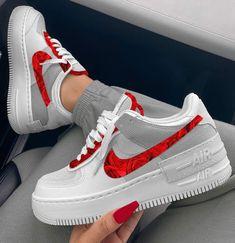 Cute Nike Shoes, Cute Nikes, Cute Sneakers, Nike Air Shoes, Fancy Shoes, Jordan Shoes Girls, Girls Shoes, Swag Shoes, Aesthetic Shoes