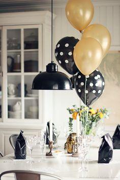 kvinnfolk, mat, skravling, godteposer og ballonger