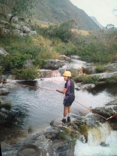 Descida de rapel na  Cachoeira serra do  cipó. M. G.
