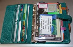I need this kind of planner that's also a wallet!! I always carry those two on me anyways might as well combine the two!