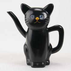 Ceramic cat teapot by Kuni Akira