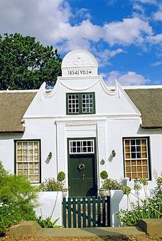 Cape Dutch architecture, early c. Colonial Architecture, Ancient Architecture, Architecture Design, Holland, Cape Colony, South African Homes, Cape Dutch, Dutch House, Dutch Colonial