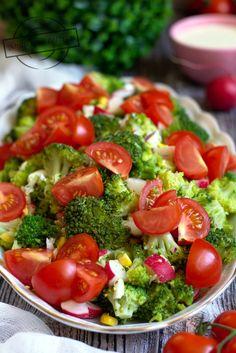Sałatka brokułowa z rzodkiewką i jajkiem – Smaki na talerzu Cobb Salad, Salad Recipes, Grilling, Food And Drink, Meals, Baking, Vegetables, Impreza, Salads