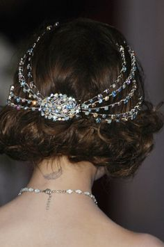 stunning, sparkling headpiece alternative to a veil, although a veil could be added to the center brooch and hung down!!