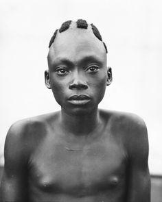 DANKA'S VILLAGE. AZANZA (AGWANI-AZANGA). A MANGBETU BOY, WHO HAS HIS HAIR PARTLY SHAVED AS A SIGN OF MOURNING. TOTAL HEIGHT, 161 CTM. Locale: RUNGU, CONGO BELGE