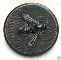 Beautiful bee horn button