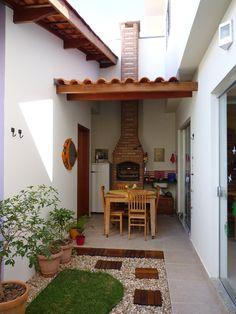 outdoor kitchen between garage and house