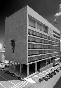 Arquitetura Moderna em Porto Alegre (Parte I): Antecedentes e a linhagem Corbusiana dos anos 50 / Luís Henrique Haas Luccas
