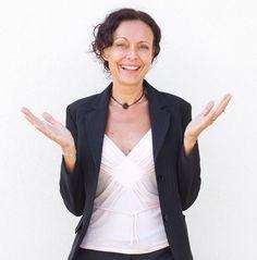 """""""Ако има нещо между хората по света, то това е мечтата за щастие"""", казва Лучия Джованини. Вместо да търсим щастие, да действаме, за да сме удовлетворени, сами сме пречка на себе си. Щастието обаче е постижимо. Вижте 10 съвета за щастие от психолога Лучия Джованини."""