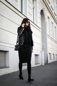 worry about it later armed angels wool dress streetstyle vienna, fair fashion wollkleid, armedangels, total black outfit