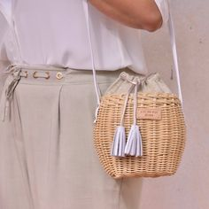 club Wood Working Mode Site - My Life ceaft Pinliy Fashion Mode, Fashion Bags, Fashion Handbags, Natural Accessories, Paper Weaving, Basket Bag, Vintage Purses, Handmade Bags, Basket Weaving