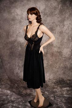 8b962bbe55 Vintage Olga Nightgown Rare Style 91160 Black 80s Size Medium Gorgeous Lace  Bodice