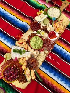 Mexican Snacks, Mexican Appetizers, Mexican Party, Mexican Picnic, Mexican Food Recipes, Mexican Fiesta Food, Charcuterie Recipes, Charcuterie Platter, Charcuterie And Cheese Board