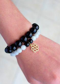 Kup mój przedmiot na #Vinted http://www.vinted.pl/kobiety/bizuteria/9765871-szaro-czarny-komplet-bransoletek-z-zlotym-kwiatkiem