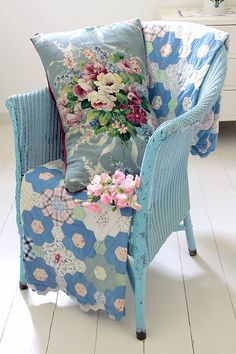 Shabby Chic Blue Wicker Chair with Floral Linen Bouquet Cushion, lovely quilt and a Lloyd Loom Vintage Shabby Chic, Shabby Chic Decor, Vintage Decor, Vintage Floral, Cottage Chic, Cottage Style, White Cottage, Vibeke Design, Living Vintage