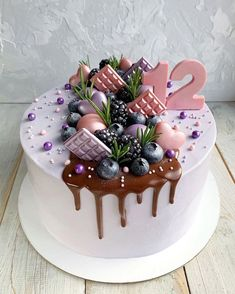 Dont you wish this would be your next birthday cake? Cake inspiration Place your order now! Slide into the dm. Cake Decorating Designs, Cake Decorating Videos, Cake Designs, Candy Birthday Cakes, Beautiful Birthday Cakes, Cake Cookies, Cupcake Cakes, Food Cakes, Bithday Cake