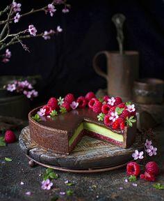 Paulina Nienartowicz | Art Raw (@artrawpaulina) posted on Instagram • Feb 7, 2021 at 10:56am UTC Edible Flowers, Raw Vegan, Cherry, Bloom, Cake, Desserts, Instagram, Kuchen, Tailgate Desserts