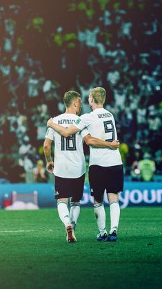Kimmich & Werner Germany National Football Team, Germany Team, Football Posters, Dfb Team, We Are The Champions, Toni Kroos, Soccer Boys, Win Or Lose, Liverpool Fc