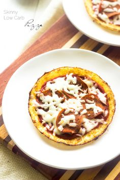 Skinny Low Carb Pizza- You know that you want to know what keeps these low calorie, protein packed and gluten free, but with the same pizza taste! | Foodfaithfitness.com | #recipe