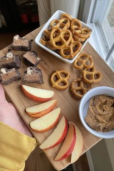 Pair your favorite Built Bar with fruit, pretzels, and peanut butter for a healthy afternoon snack. Order today. Best Tasting Protein Bars, Protein Bar Recipes, Healthy Recipes, Delicious Chocolate, Chocolate Desserts, Healthy Afternoon Snacks, Pretzels, Recipe Using, Bon Appetit