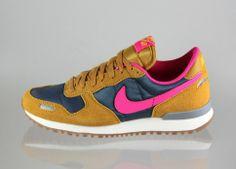 Nike wmns Air Vortex (Gold Suede / Pink Fluo - Dark Armory Blue - Laser)
