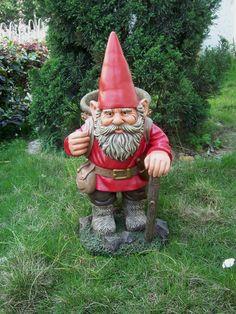 Funny Garden Gnomes, Gnome Garden, Garden Art, Yard Gnomes, Fairies Garden, Dubai Miracle Garden, Gnome Statues, Olive Garden, Gnome House