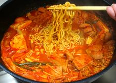 임성근 조리장의 부대찌개 전문점 맛 내는 비법 3가지 지금 공개합니다 Little Bunny Foo Foo, Korean Food, Japchae, Thai Red Curry, Yummy Food, Cooking, Ethnic Recipes, Food, Kitchens