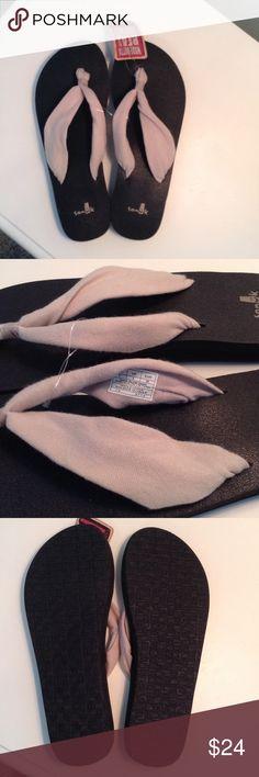 Nwt  Sanuk women's yoga slinger flip flops, 7 Brand new with tags Sanuk women's yoga slinger sandals. Size 7. Made from real yoga mats! Sanuk Shoes Sandals