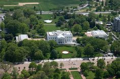 Aerial_view_of_the_White_House.jpg (6144×4096)