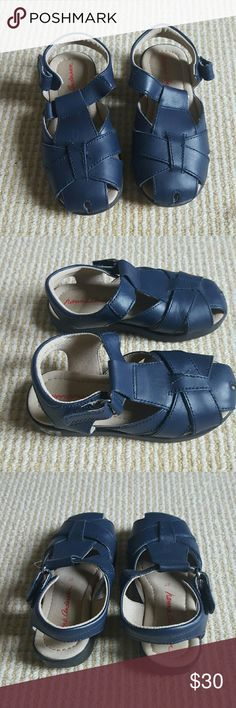 Hannah Andersson kids navy leather sandals 10.5 Hannah Andersson navy blue kids leather sandals in size 10.5. Boys or girls.  Excellent condition,  only worn once. Still smell brand new. EU size 27 US size 10.5. Hanna Andersson Shoes Sandals & Flip Flops