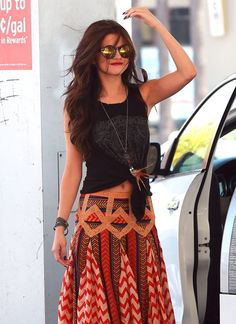 Selana Gomez Fresh Festival Fashion: Music Festivals, coachella and concerts and of spring and summer are right around the corner, are you ready for the fashion fun?! Boho chic styles and be achy beauty trends are the way to go! When looking for accessories go haute hippie styled with fringe bags, woven shoes, and colored sunglasses. Embellished bags make for an ethnocentric carryall.